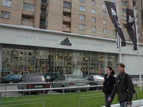 Adidas и «ив роше» оказались самыми распространенными иностранными магазинами в россии