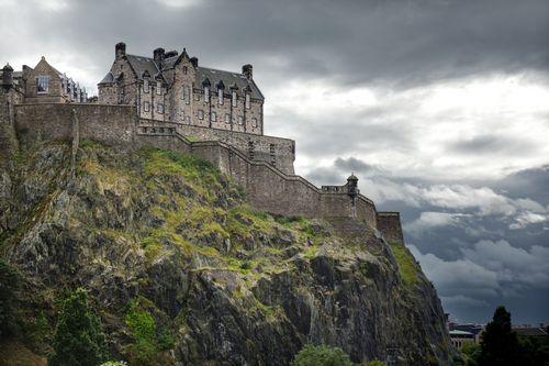 Богатые россияне покупают крепостные стены в шотландии