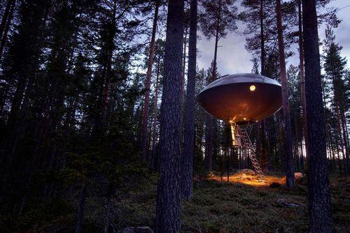 Инопланетные корабли в земной архитектуре. фото