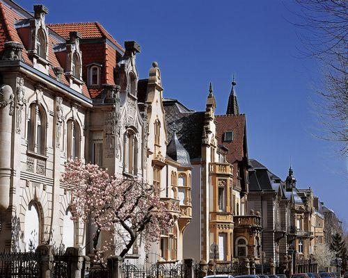 Итальянцы и русские скупают недвижимость в париже