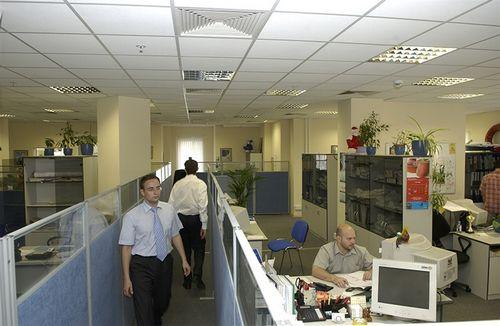 Из-за кризиса в москве стали популярны вдвое меньшие офисы