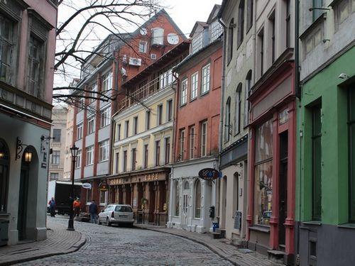 Латвия: хоть что-то от иностранцев