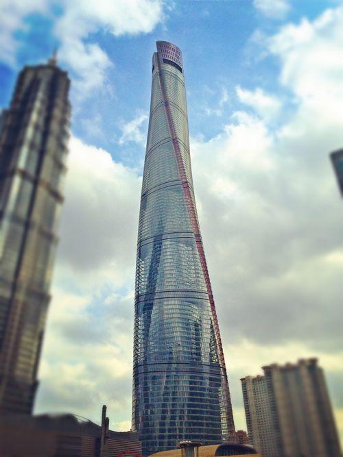 Небоскреб shanghai tower достиг своей максимальной высоты