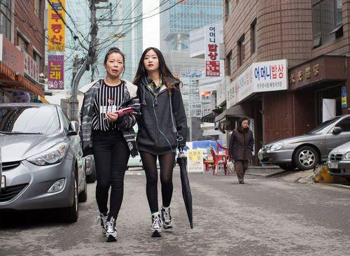 Один день из жизни двух юных беженок из северной кореи