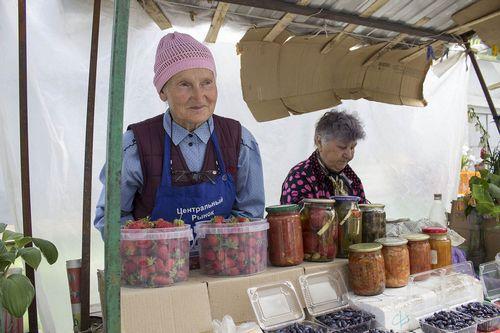 Почему череповецкие рынки неторгуют местной клубникой