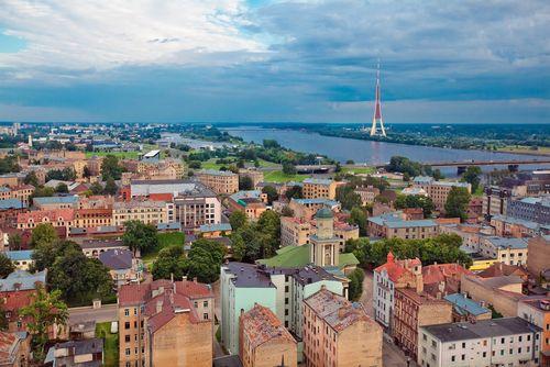 Рынок недвижимости латвии рискует остаться без денег из рф