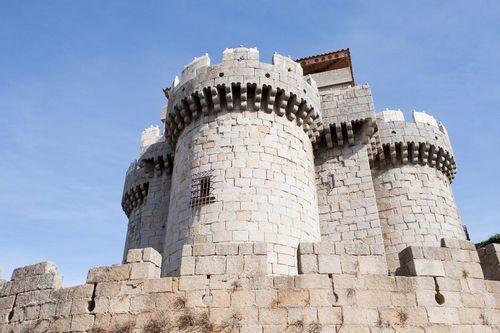 Средневековые крепости можно купить за бесценок