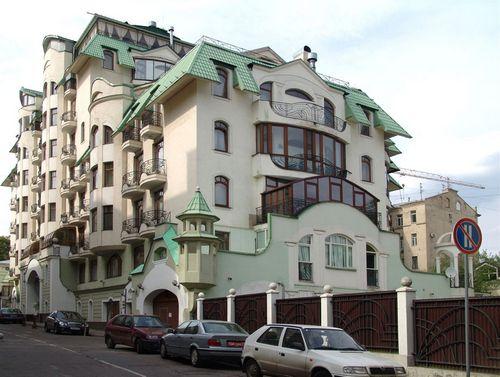 За три месяца миллионеры купили квартиры в москве на 241,5 млн долл.