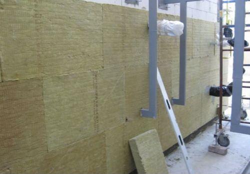 Защита бетонного пола: упрочненка или пропитка?